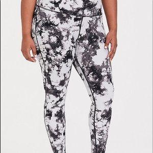 Nwt Torrid size 5 tye Dye Leggings active wear